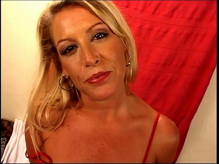 Хардкор с соблазнительной взрослой блондинкой