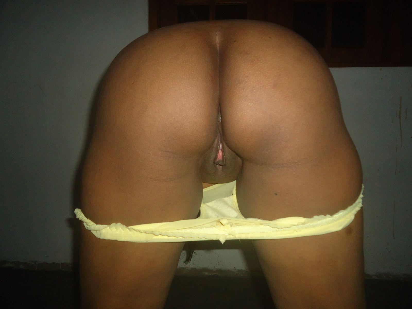 Пизда и задница зрелой особы женского пола из Шри-Ланки