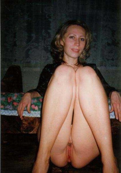 Сексуальные милфы позируют голыми