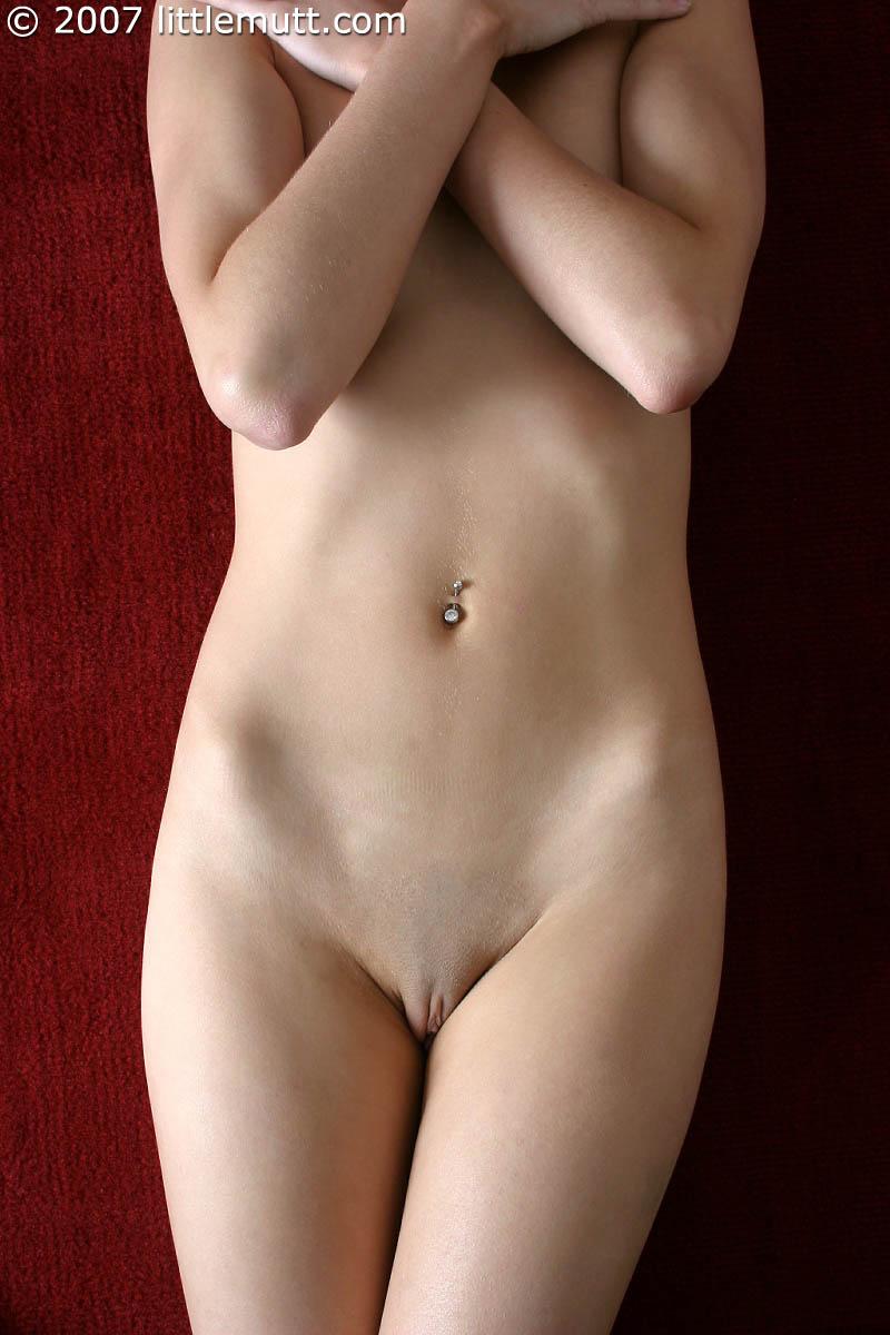 Вот соблазнительные, эро фотки полностью обнаженной, милой брюнетки Sophie Strauss