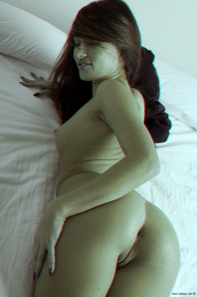Азиатская малышка кувыркается в постели