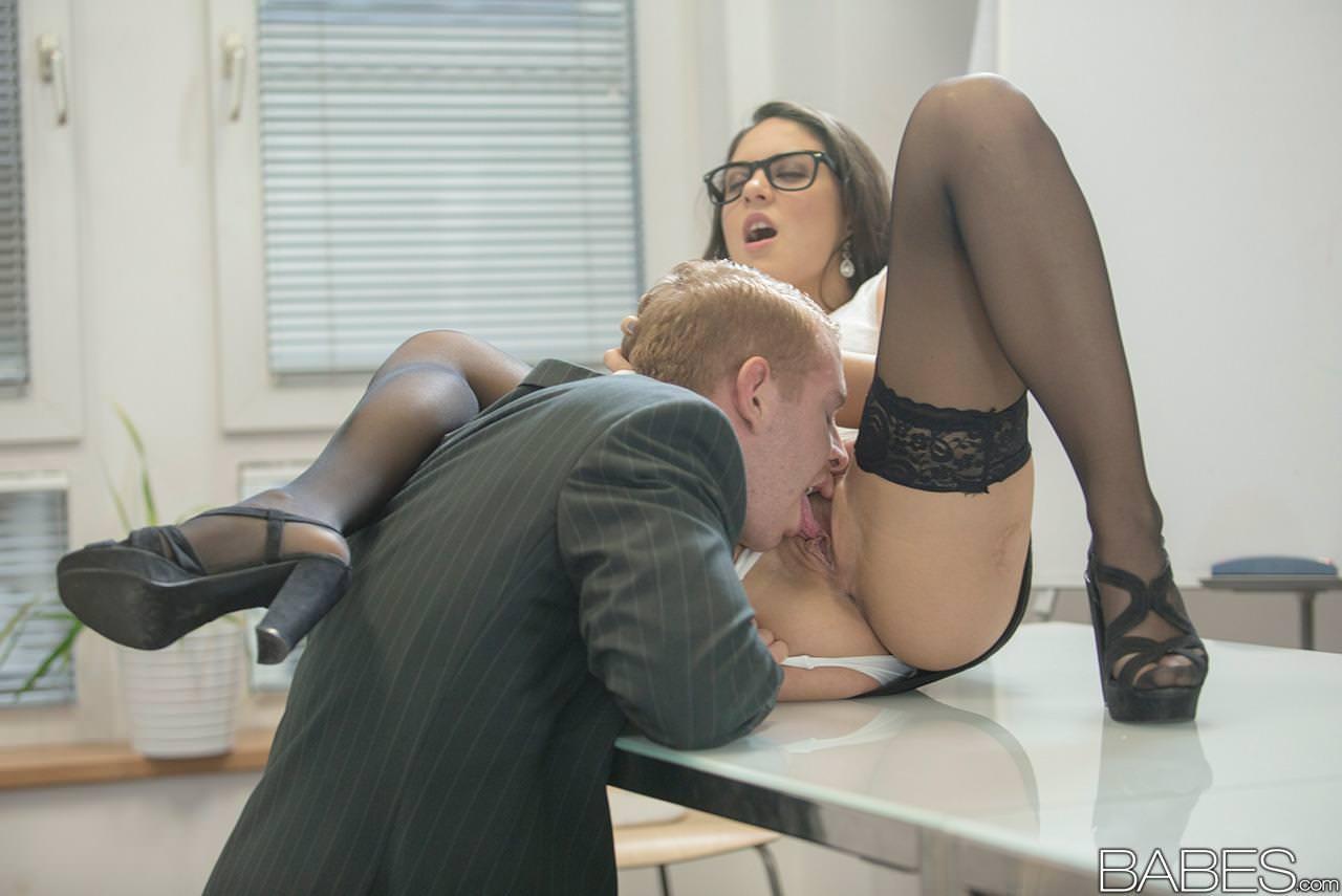 Порнуха с Каролиной на рабочем месте