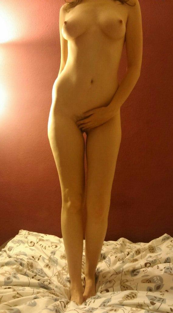 Изящные фигуры девах в обнаженном виде
