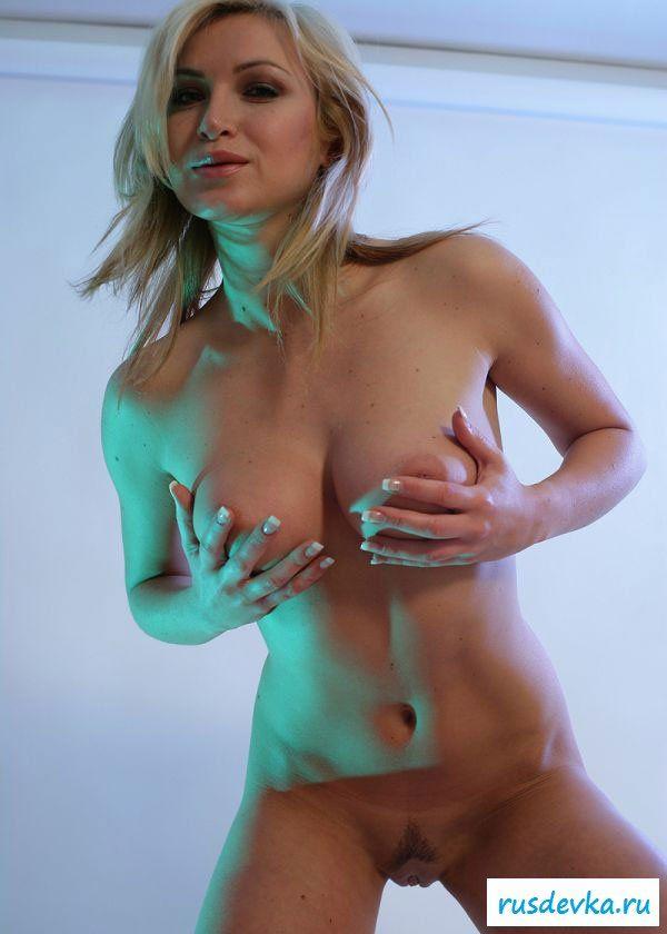 Милые груди у шикарной штучки