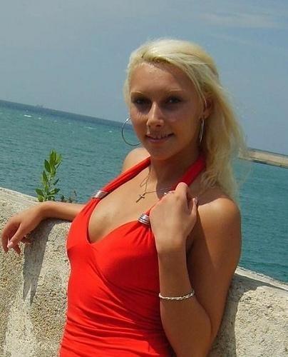 Сексуальная хорватская модель со свелыми волосами