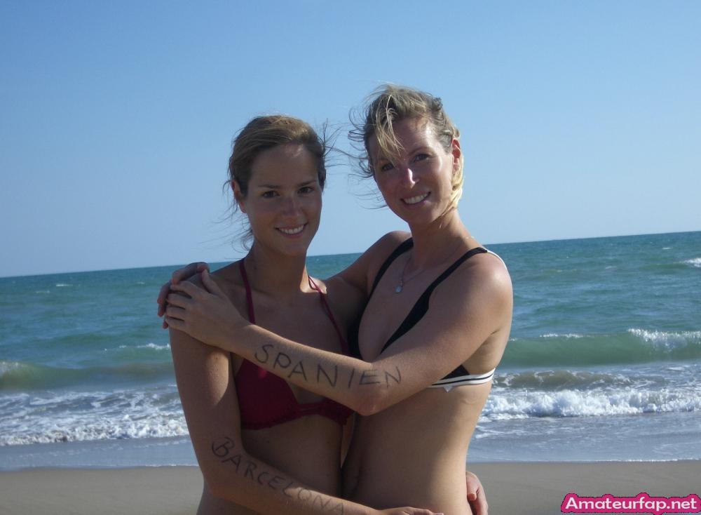 Две немецкие девахи в отпуске