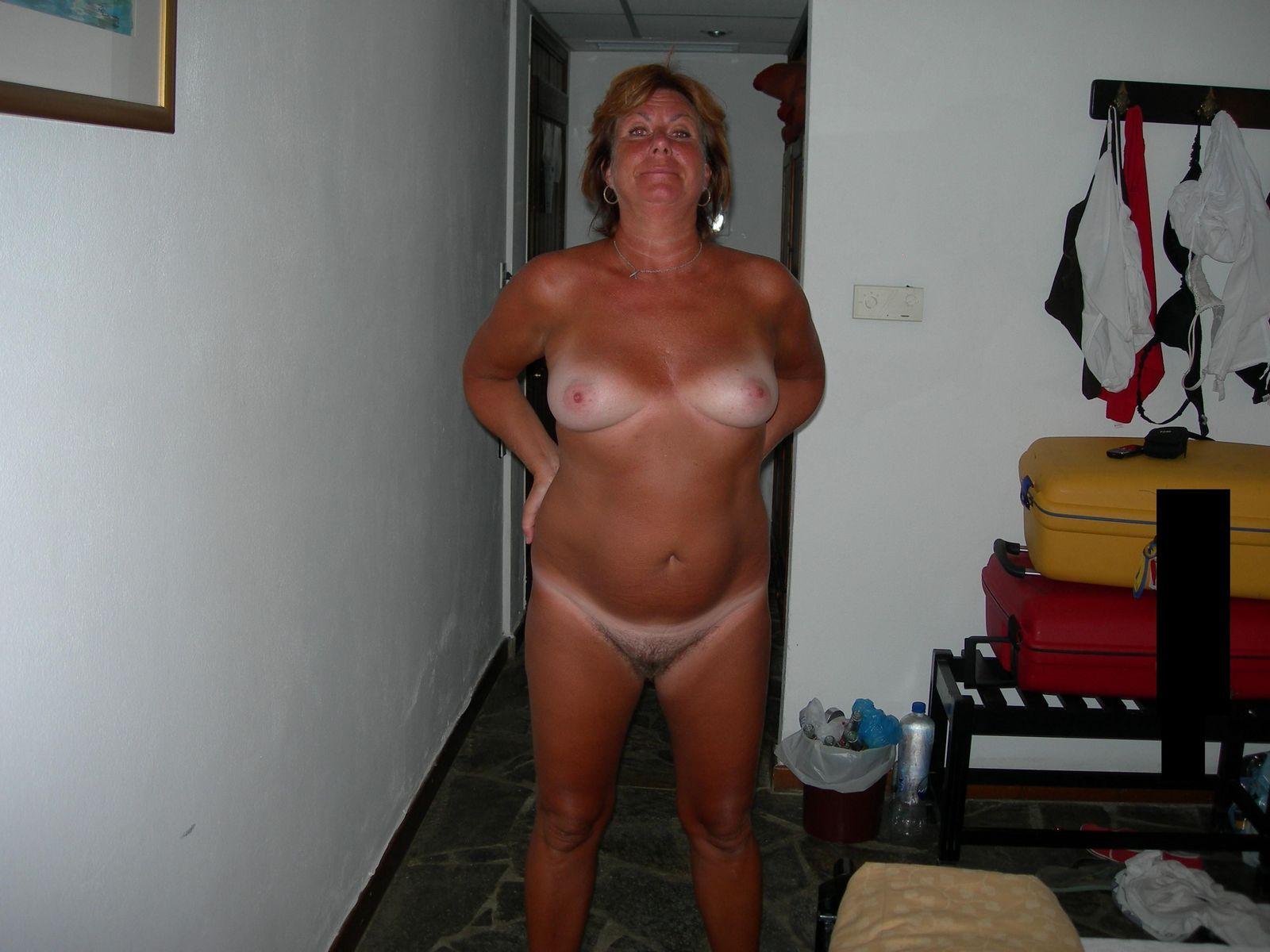 Зрелая шведская супруга с волосатой вагиной