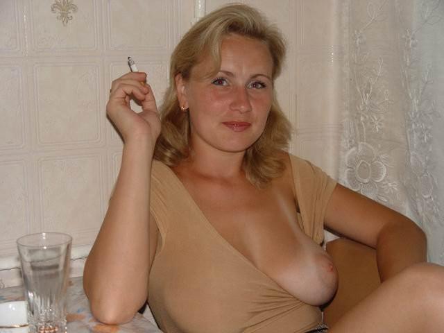 Сиськи игривой русской мамаши