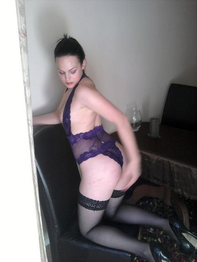 Соня показал все свои прелести секс-фото