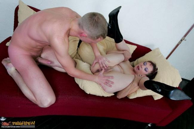 Сын жестко жарит маму в жопу интим фото