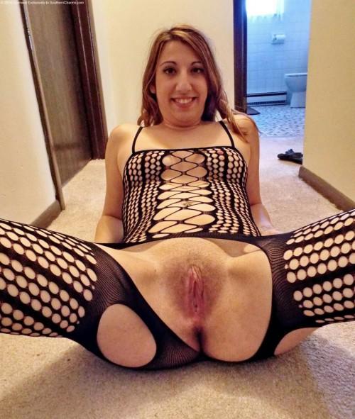 Дамочки раздвигают ножки и демонстрируют раздетые пезды порно фото