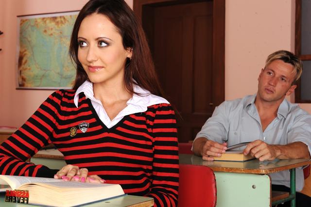 Роскошная первокурсница потрахалась с двумя ххх фото