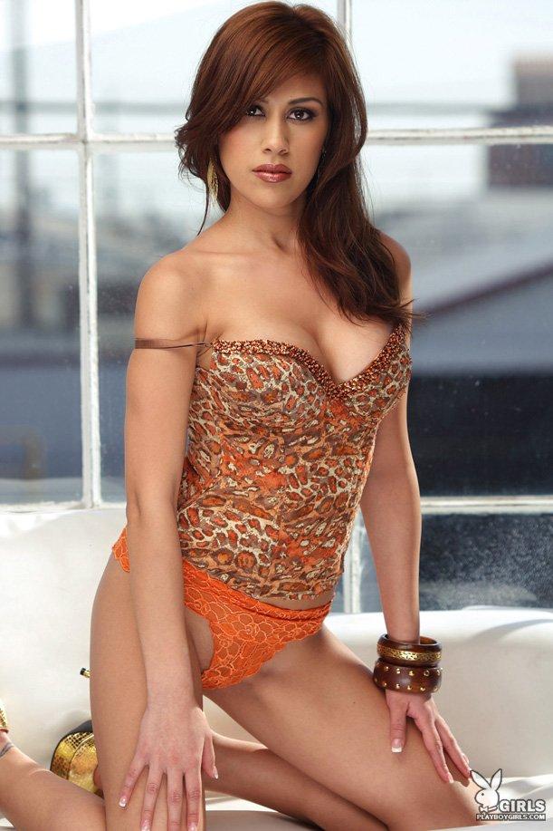 Похотливая мулаточка в интимных оранжевых бикини - Marisol DeLaCruz