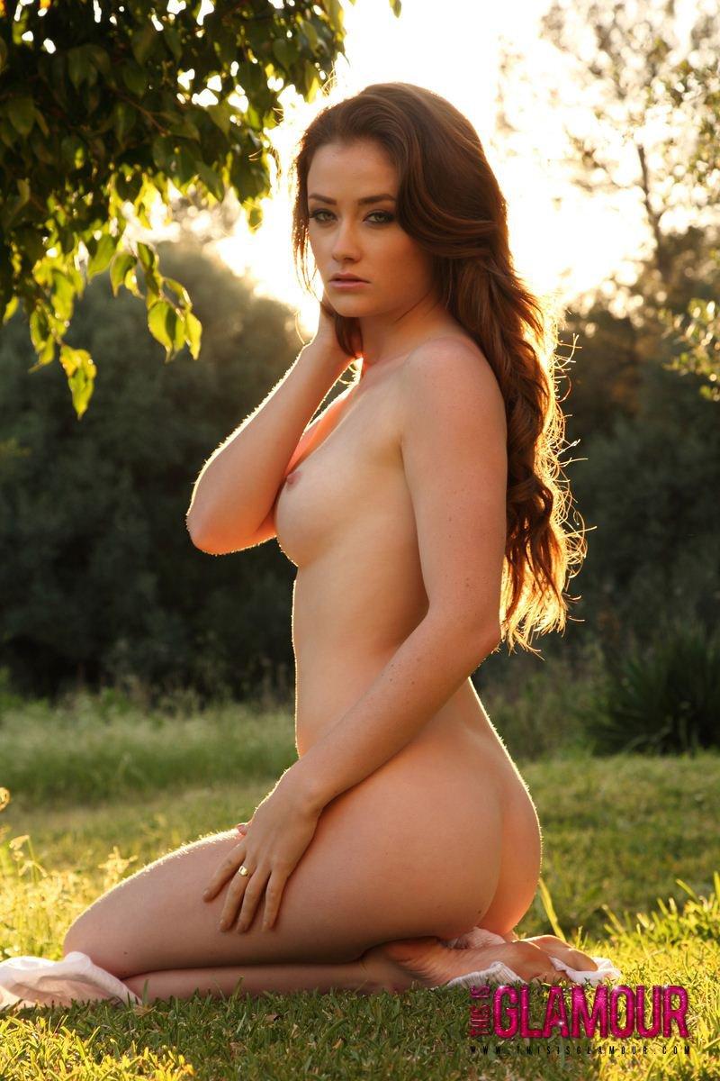 Jess Impiazzi жаждет фотографироваться в людном месте в солнечный день