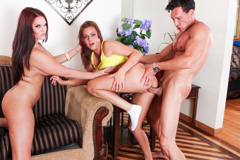 Mackenzee Pierce и Tammy Tyler принимают выстрелы спермы как в свои рты, так и в вульвы