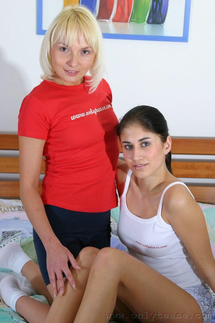 Нежные лесбияночки Alexis C и Erin Onlytease