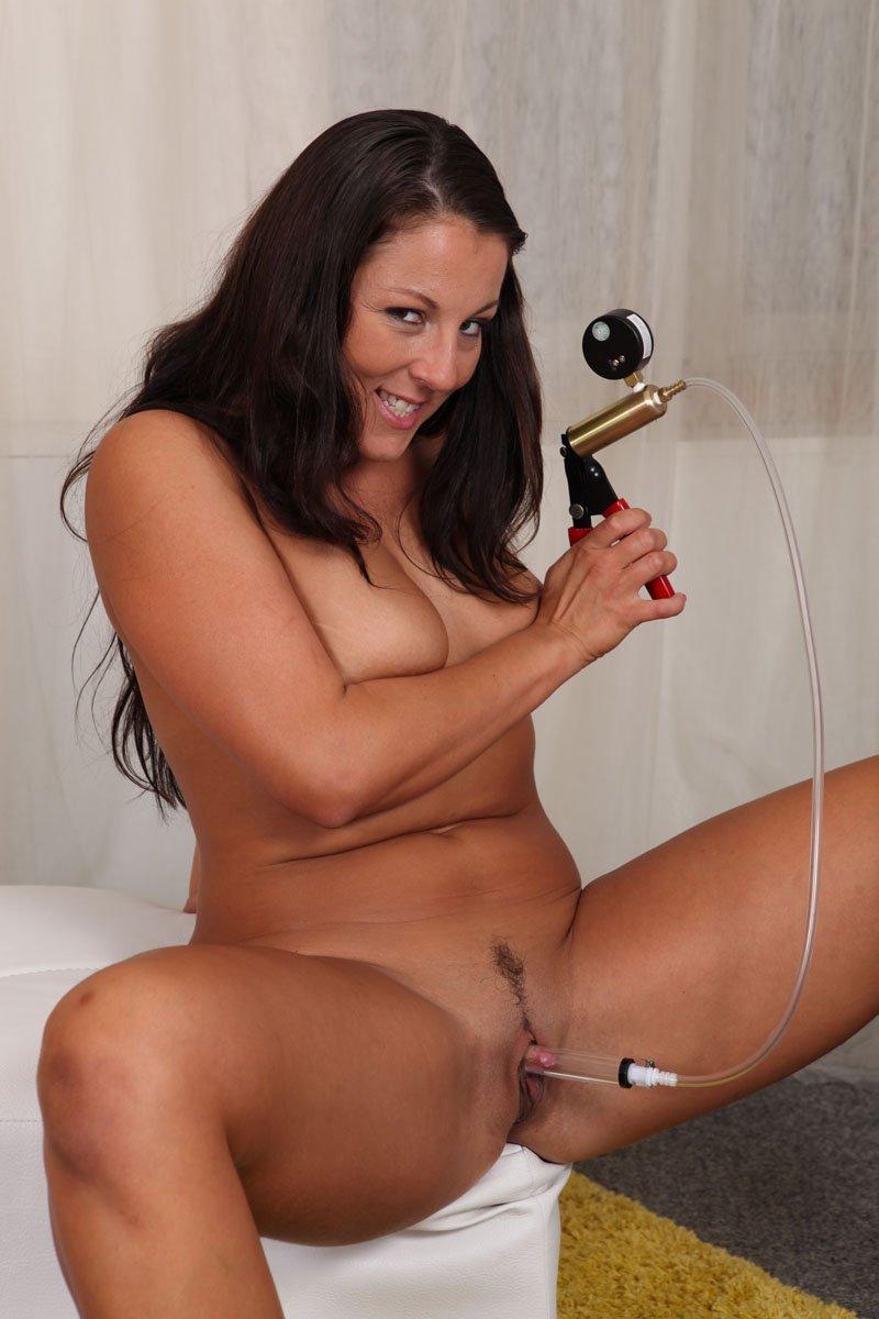 Все фетиш-секс-игрушки, включая большое дилдо - идеальны для писи Valentina Ross