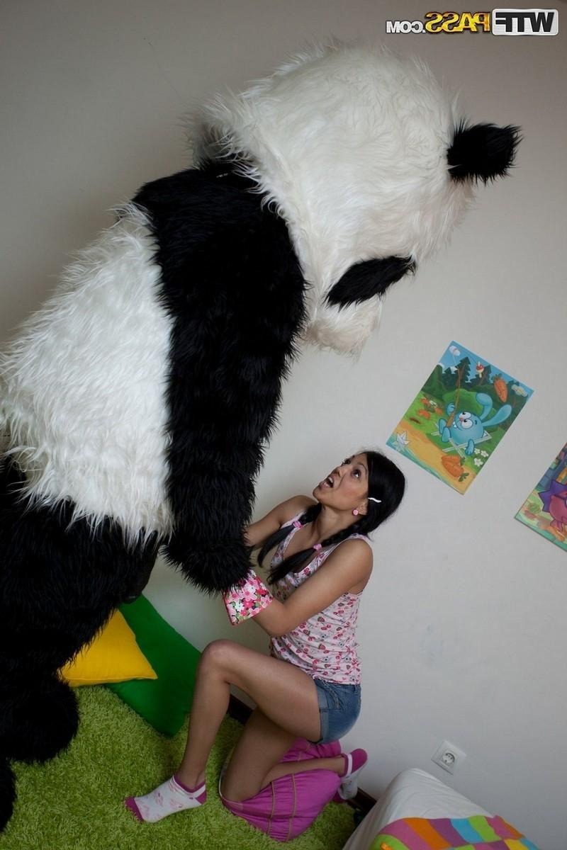 18-летняя нимфетка и её живая игрушка