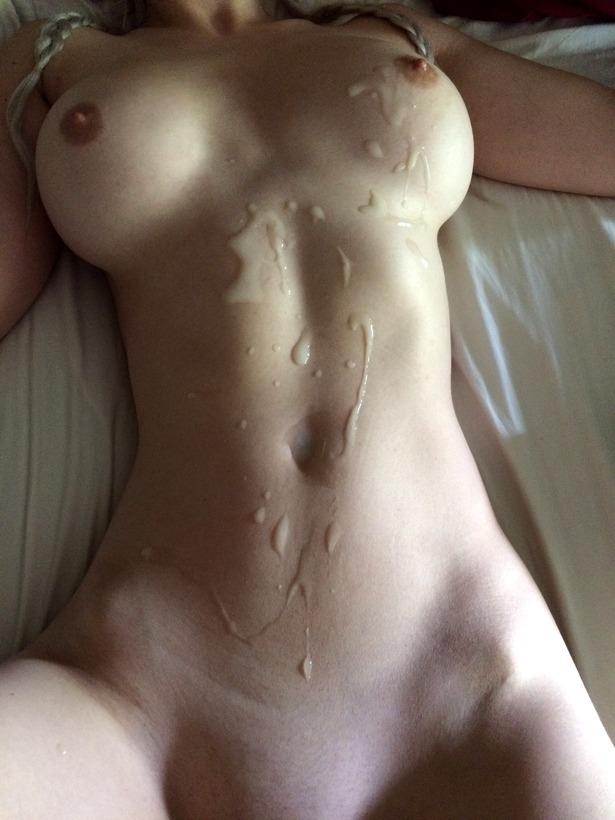 Девахи позволили партнерам залить их тела и лица спермой секс фото