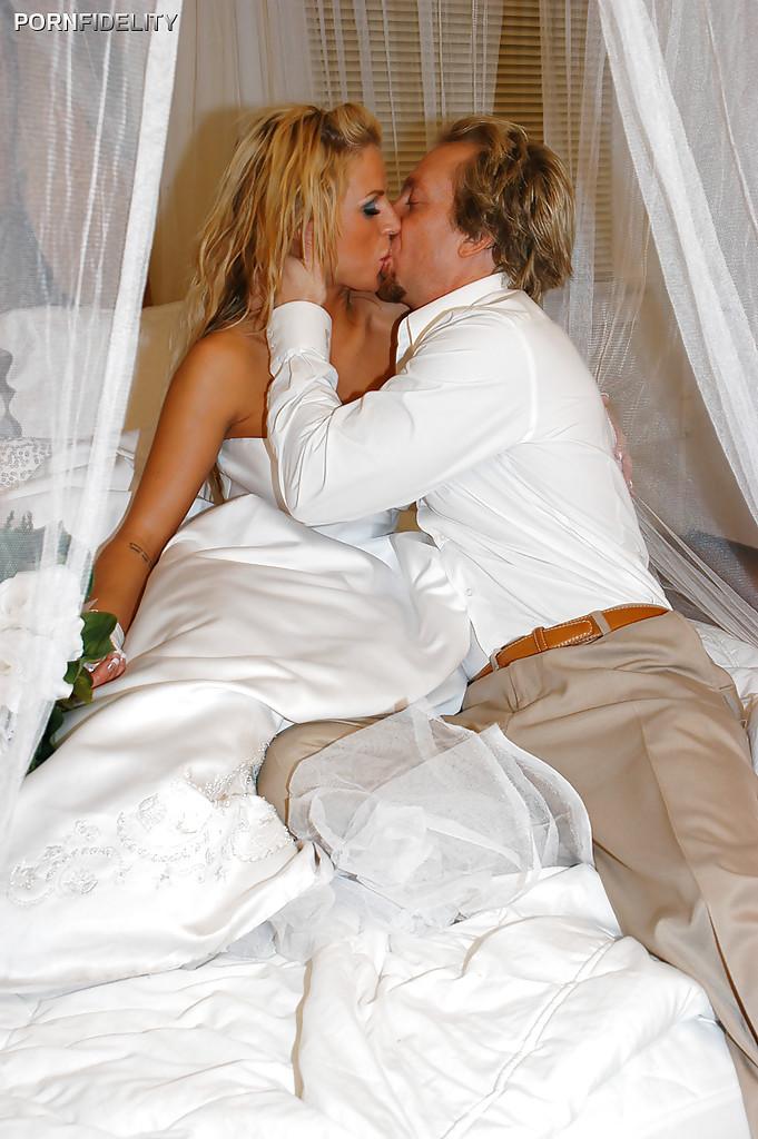 Первая брачная ночь с грудастой невестой за тридцать