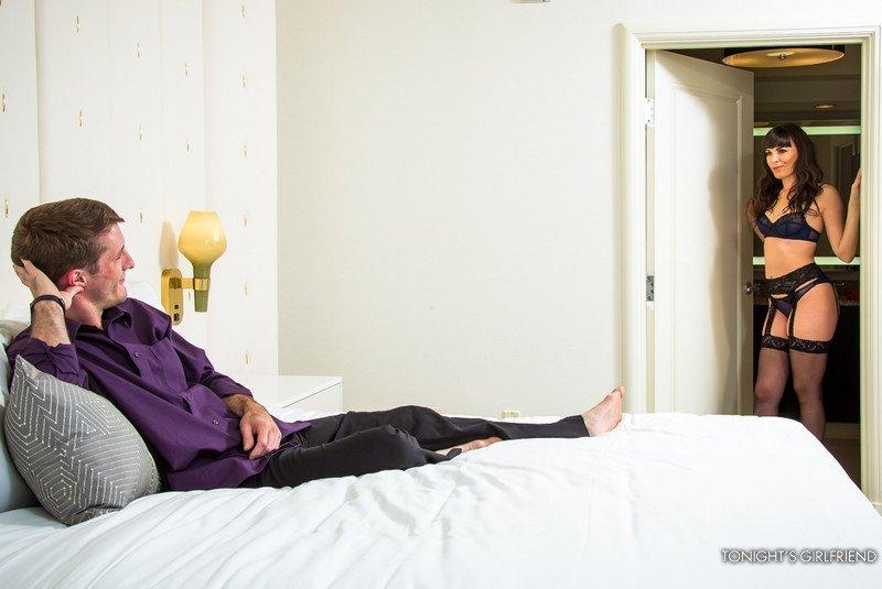 В сногсшибательную зрелку в черных носках парнишка проникает своим большим болтом