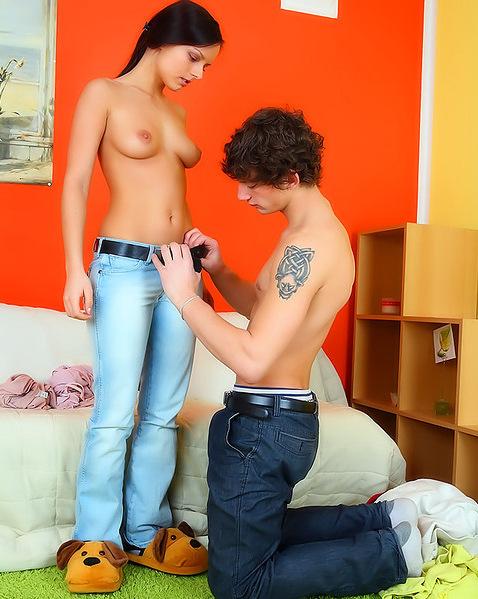 Катьку в джинсах партнер укрыл  кончей